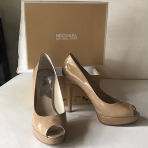 Nude patent leather peep toe pumps. Box included.